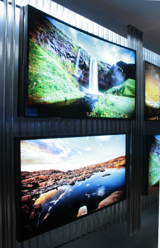 Samsung 85in Bendable TV 2014 CES